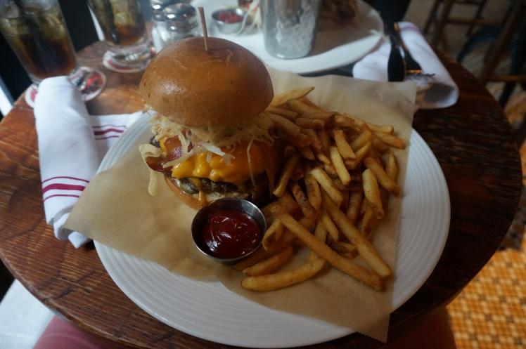 Bacon mac'n'cheese burger